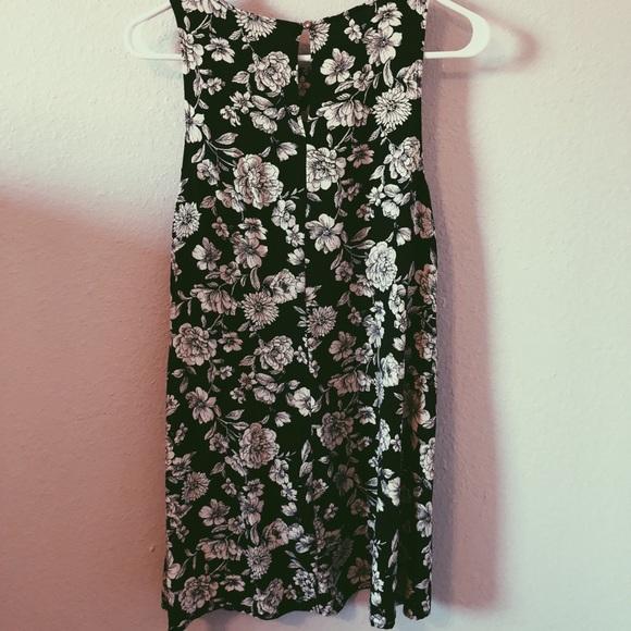 Forever 21 Dresses & Skirts - Forever 21 Black & White Floral Dress